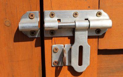 Tipos de pestillos de seguridad para puertas y ventanas